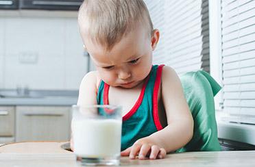 Actualización en manejo de Alergia a la proteína de leche de vaca: fórmulas lácteas disponibles y otros brebajes. Rev Chil Pediatr. 2018