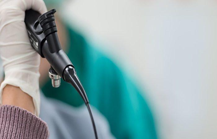 Recomendaciones de la Comisión de Broncoscopía y Neumología Intervencionista de la Sociedad Chilena de Enfermedades Respiratorias en el uso de la Broncoscopía y toma de muestras en pacientes con sospecha o diagnóstico de infección por COVID-19  Rev Chil Enferm Respir 2020